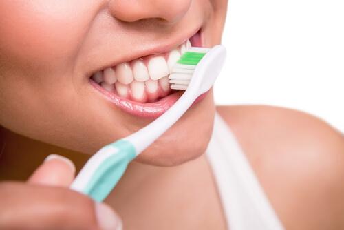 tener unos dientes blancos